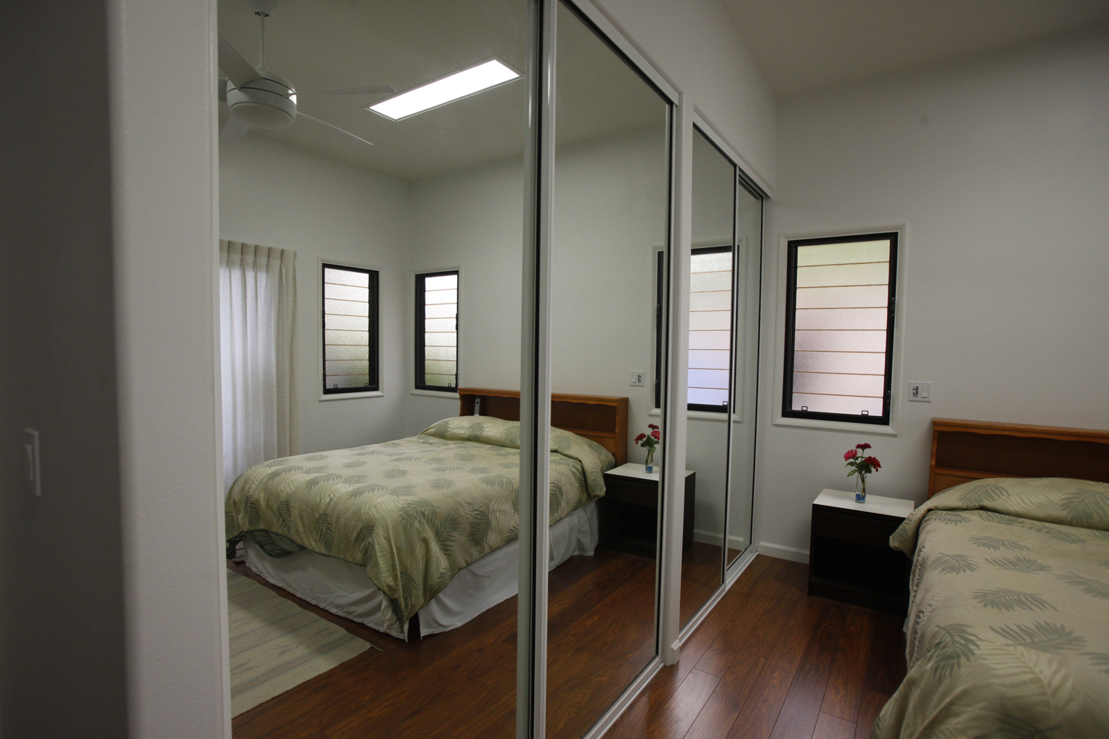 BLOG-mirror-door-bed.jpg